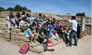 A les escales del temple d'Asclepi